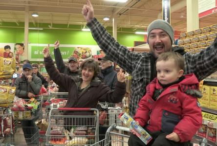 Surprise, votre épicerie est gratuite ! (vidéo)