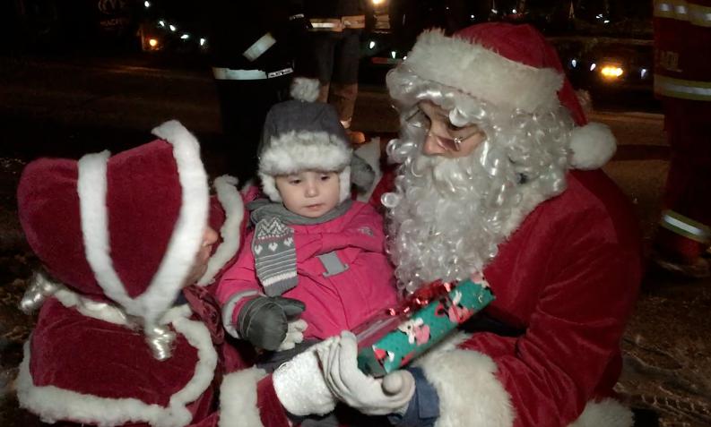 Défilé du Père Noël à Saint-Aimé-des-Lacs (vidéo)