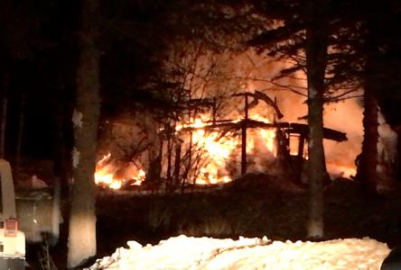 Une résidence familiale détruite par un incendie à Clermont (vidéo)