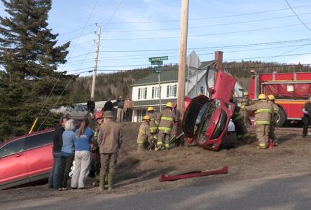 Accident spectaculaire entre deux voitures… sans conséquences graves