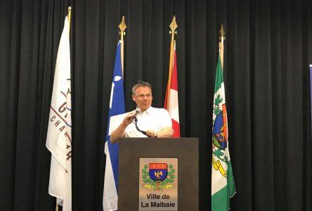 Selon le maire : « [Le sommet de La Malbaie] peut devenir une référence que les choses peuvent se passer autrement que par la casse »