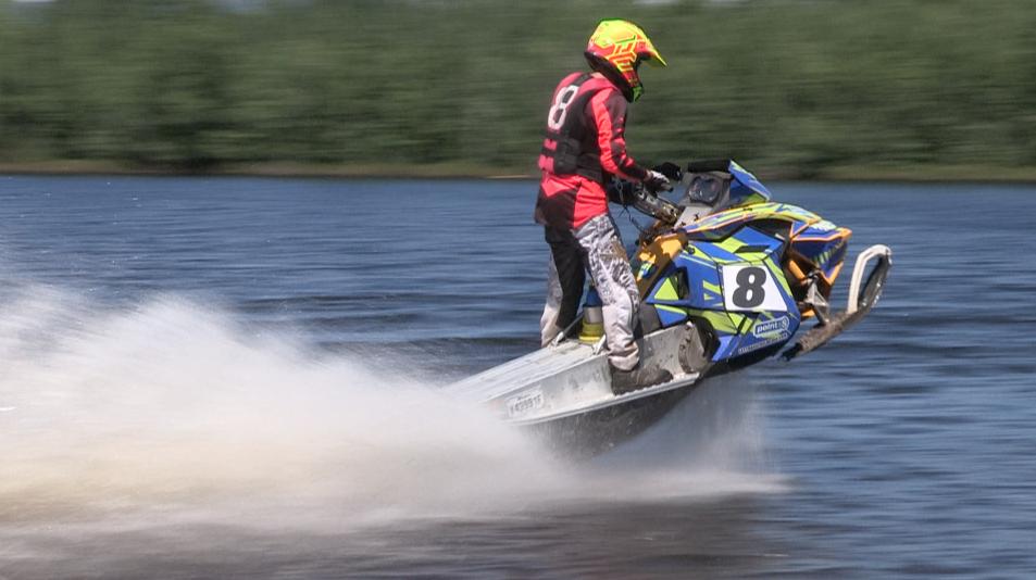 Charlevoix accueille son premier Championnat provincial de motoneige sur l'eau