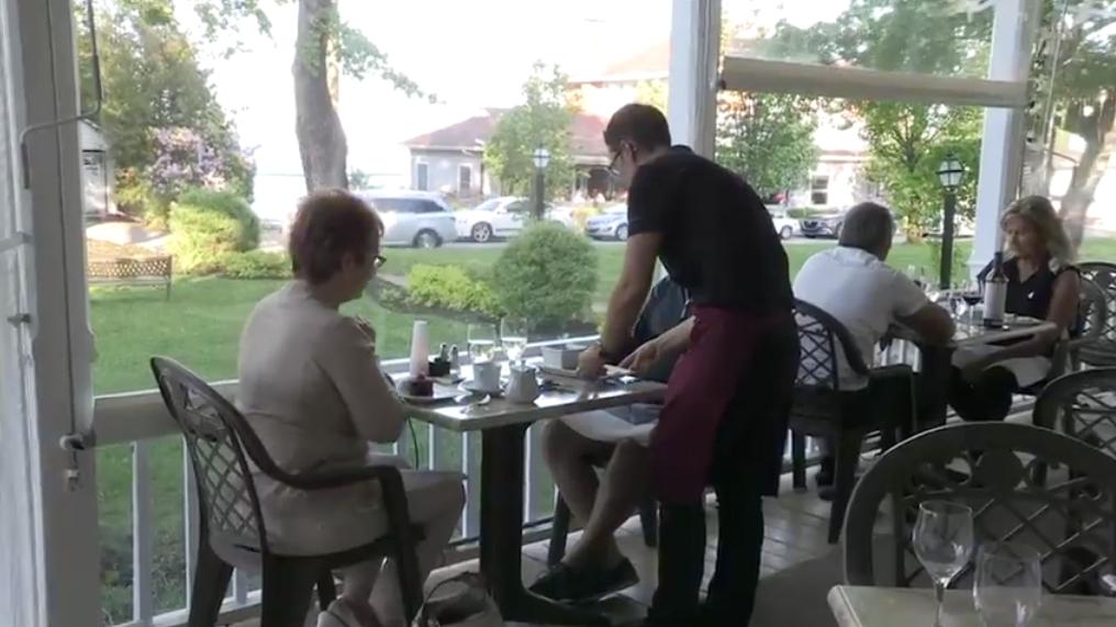 (Dossier) Pénurie de main d'oeuvre : Des restaurateurs ont de la difficulté à recruter des employés