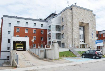 Caroline Simard confirme que le projet de l'Hôpital de La Malbaie sera dévoilé cet automne