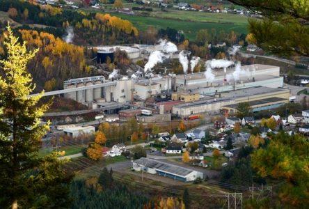 (Mis à Jour) L'usine de Clermont de Produits Forestiers Résolu demeure en fonction