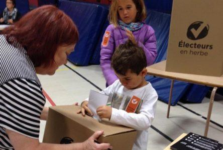 Électeurs en herbe : premiers pas dans l'univers politique pour des milliers de petits Québécois!