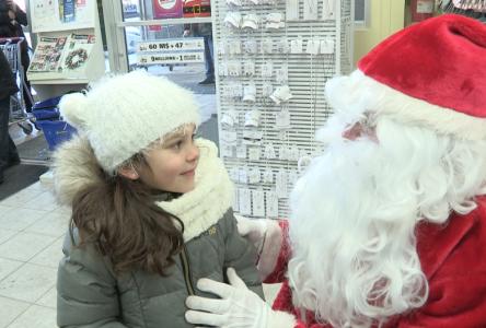 Le père Noël débarque chez Familiprix Frédéric Gauthier