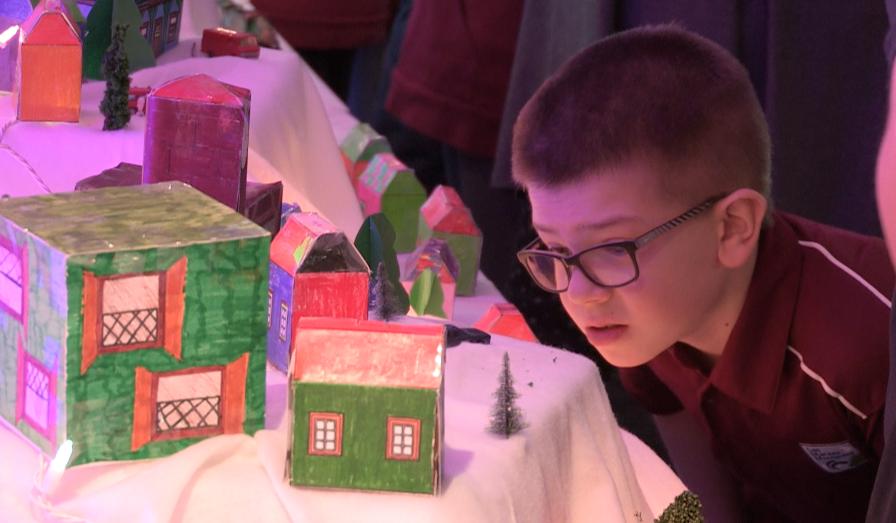 Un village de Noël par des enfants d'ici
