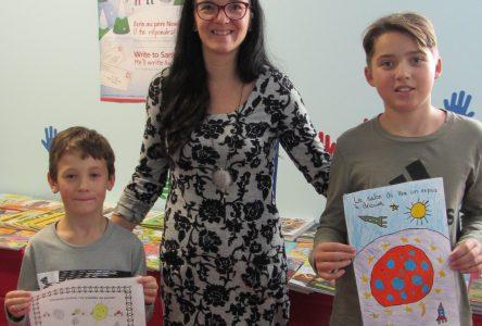 Philippe et Jean-Nicolas gagnent le concours de dessin de l'école Beau-Soleil