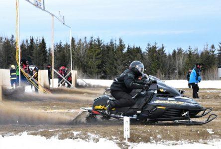 La course d'accélération de motoneiges saute une année