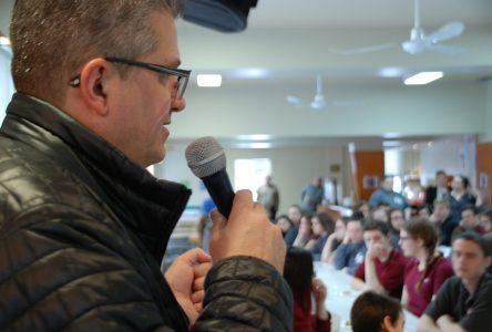 Le président de Simard Suspensions inspire la jeunesse à Saint-Urbain