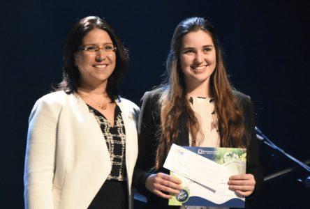 Julie Pilote reçoit la Médaille du lieutenant-gouverneur pour la jeunesse