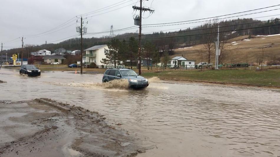 La pluie cause des débordements à La Malbaie