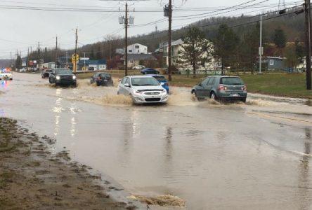 Pluies abondantes : les équipes de la Ville de La Malbaie sont à pied d'oeuvre