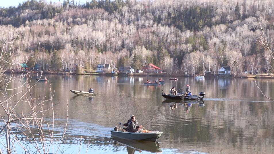 Des mordus de la pêche donnent le coup d'envoi ! (vidéo)