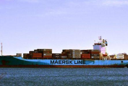 Un marin à la mer aux Escoumins : le Maersk Patras attendu à Montréal