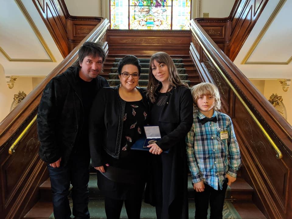 Geneviève Jodoin reçoit la médaille de l'Assemblée nationale