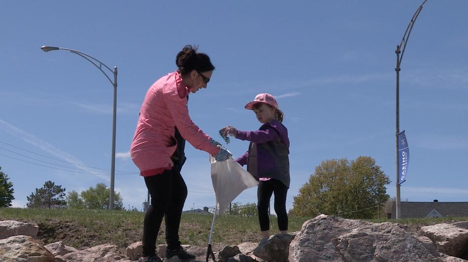 Mois de l'eau et du défi Saint-Laurent : des citoyens en mode nettoyage ! (vidéo)