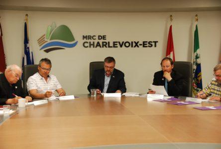 Les maires de Charlevoix-Est exigent une entente à Saint-Aimé-des-Lacs