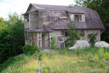La Malbaie démolira un bâtiment abandonné à Pointe-au-Pic