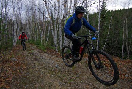 Plus de 200 cyclistes au Grinduro Devinci Charlevoix