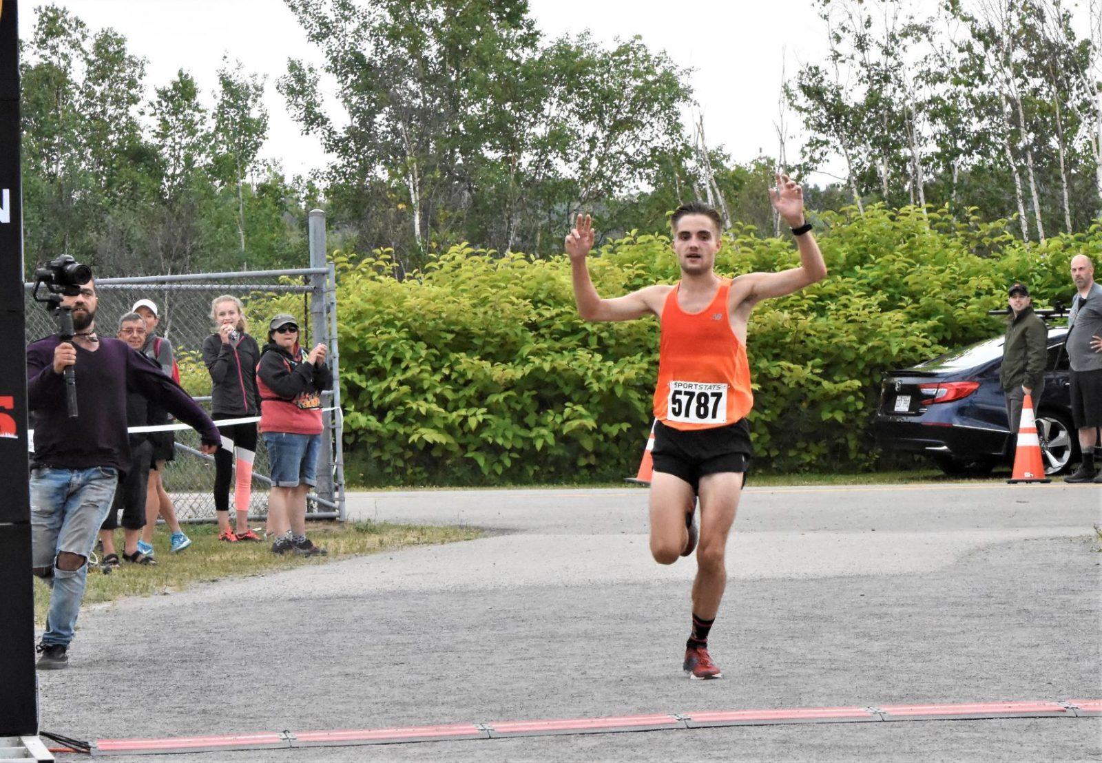 Demi-marathon de L'Isle-aux-Coudres: Alexis Froment premier