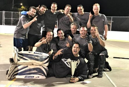 Ligue de hockey cosom Budweiser: Cuisine Simard remporte la coupe