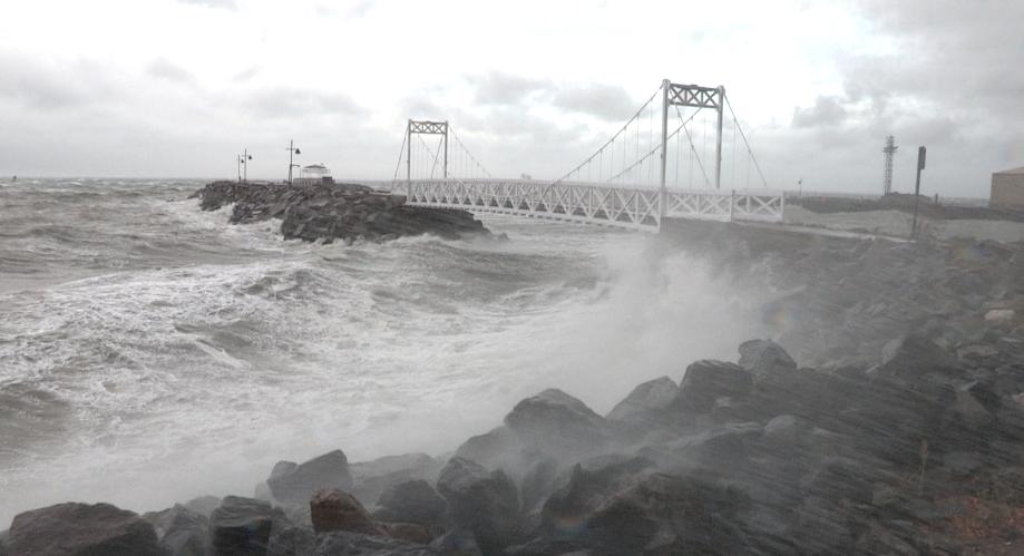 Le fleuve déverse ses violentes sautes d'humeur (vidéo)