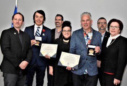 Jean-Luc Dupuis et Sébastien Thibeault reçoiventla Médaille de l'Assemblée nationale en vidéos