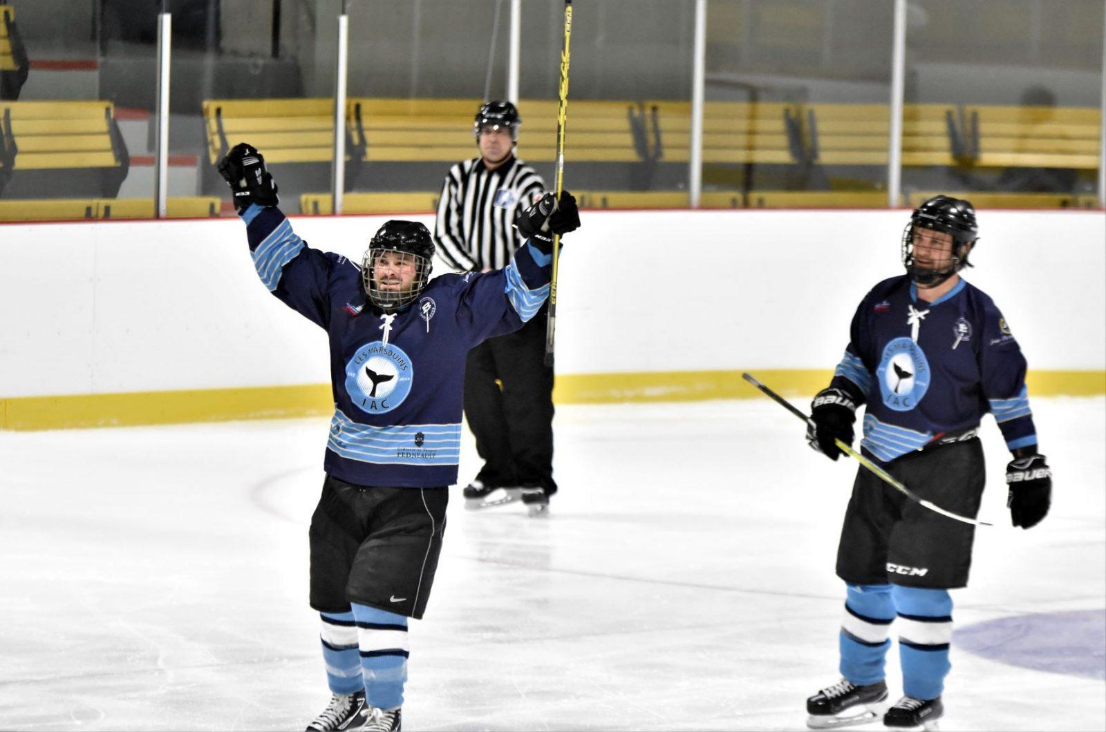 Les Marsouins de L'Isle-aux-Coudres remportent le Tournoi de hockey olympique de Baie-Saint-Paul