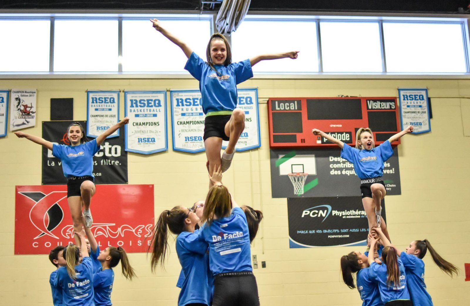 Belles présentations de nos équipes de cheerleading à Québec (vidéos)