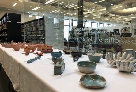 Des « délinquants » exposent leurs oeuvres à la bibliothèque de La Malbaie