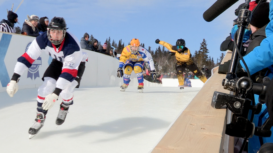 (vidéo) Championnat mondial du Red bull Ice Cross de Charlevoix : à la vitesse éclair !