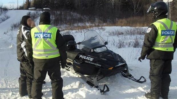 Deux motoneigistes secourus par la Sûreté du Québec pendant la tempête