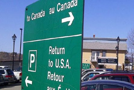COVID-19 : les frontières canadiennes fermées aux voyageurs étrangers, à l'exception des Américains