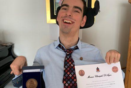 Christophe d'Anjou, récipiendaire de la Médaille du lieutenant gouverneur pour la jeunesse: une fierté confinée