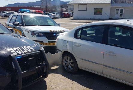 Elle force le point de contrôle de la Sûreté du Québec et est arrêtée à Baie-Saint-Paul