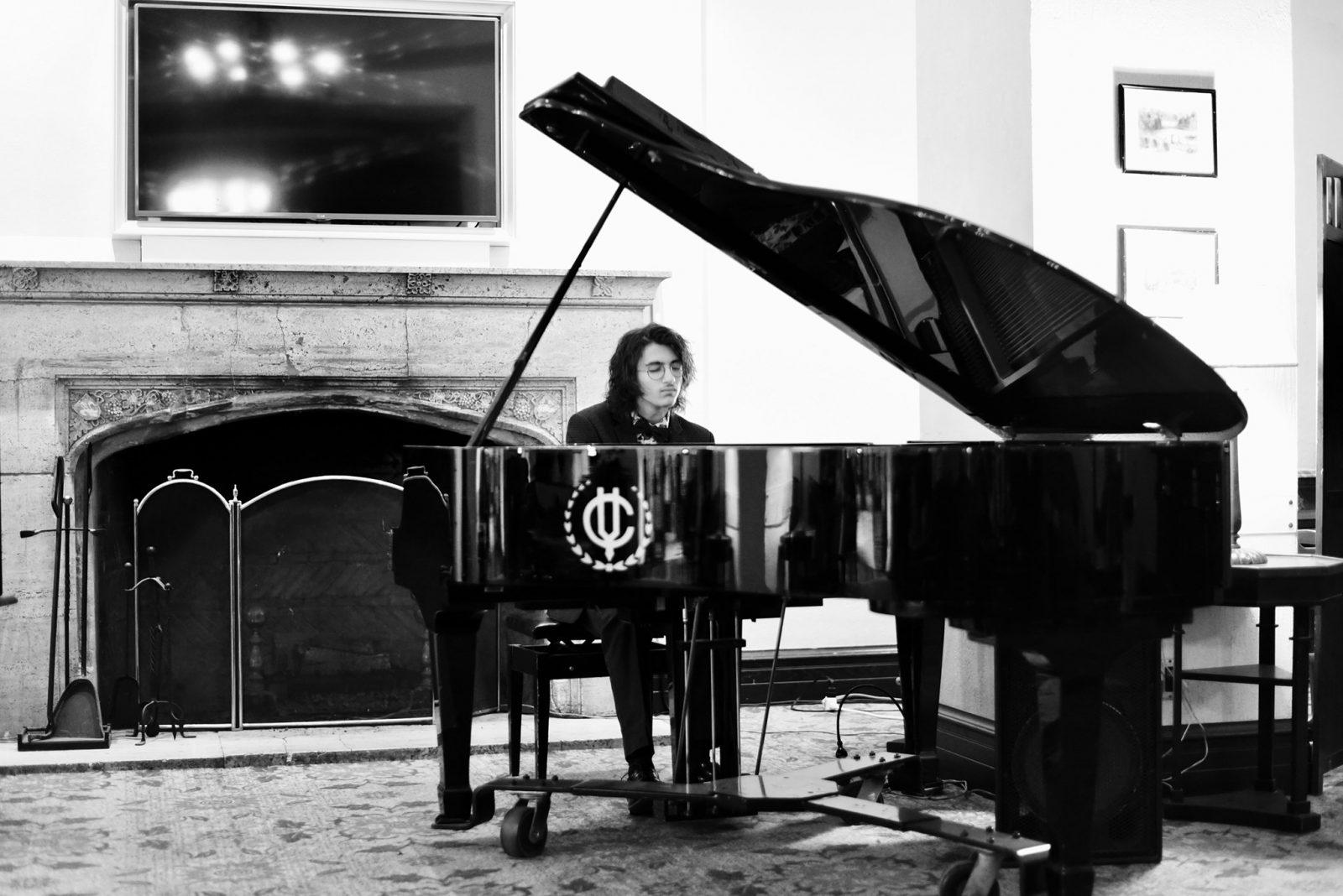 Jules Al-Simaani Goulet offre un concert dans un Manoir désert
