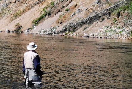 Bon départ sur la rivière du Gouffre pour la pêche au saumon